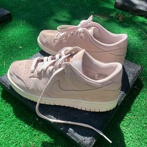 Nike 8.5 Women's Suede Pink-Nude Shoes
